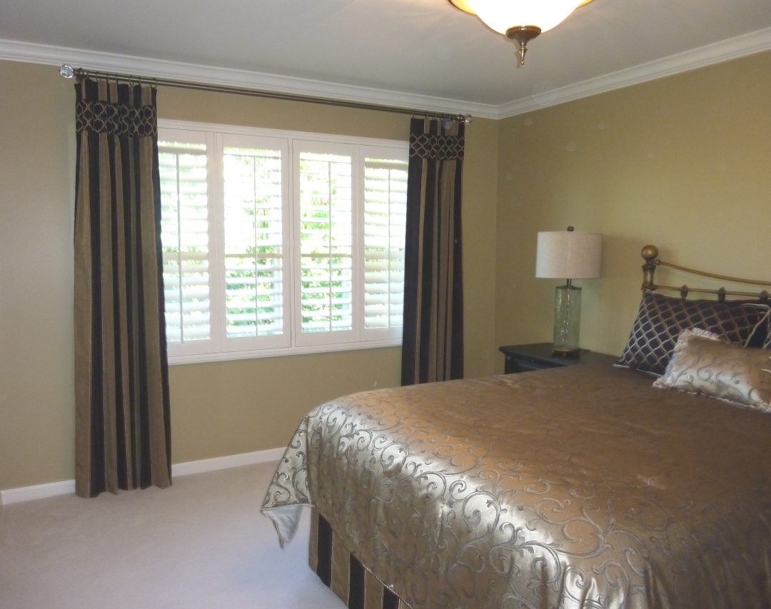 Contemporary Bedroom Window Draperies