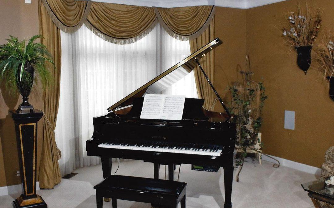 Piano Cream Elegant Drapes